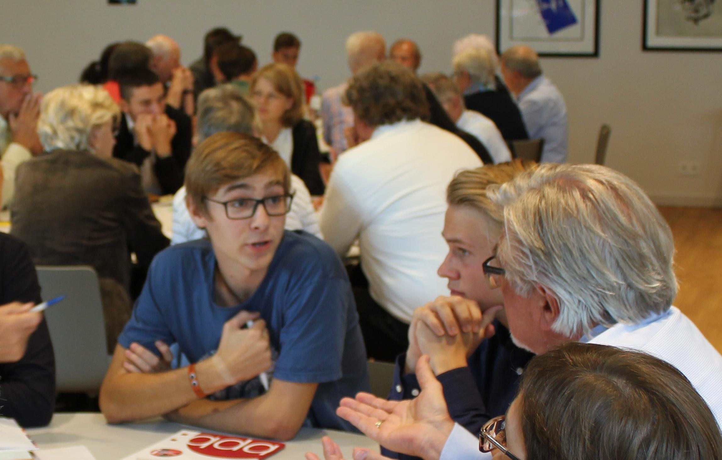 14IMG_0344_diskussion Der Generationen
